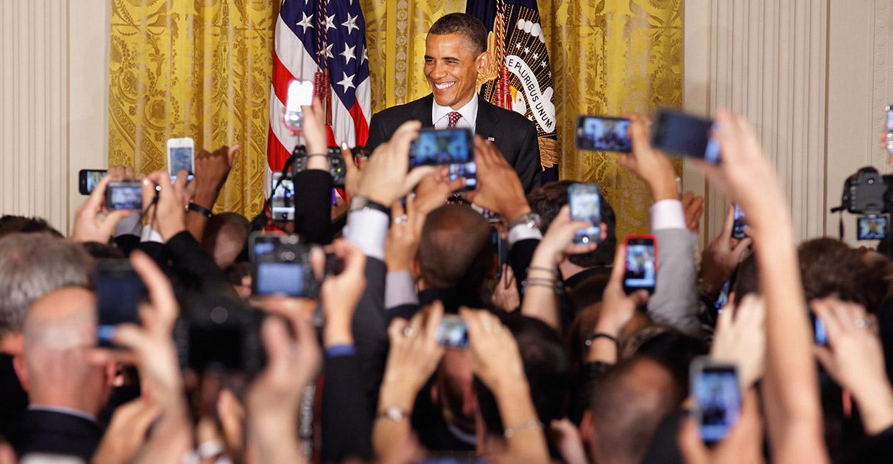 USA president Barack Obama võõrustamas 2012. aastal Valges Majas vastuvõttu rahvusliku geide, lesbide, biseksuaalide ja transseksuaalide uhkuse kuu austuseks. Obama on olnud kogu oma ametiaja vältel tulihingeline homoliikumise toetaja.