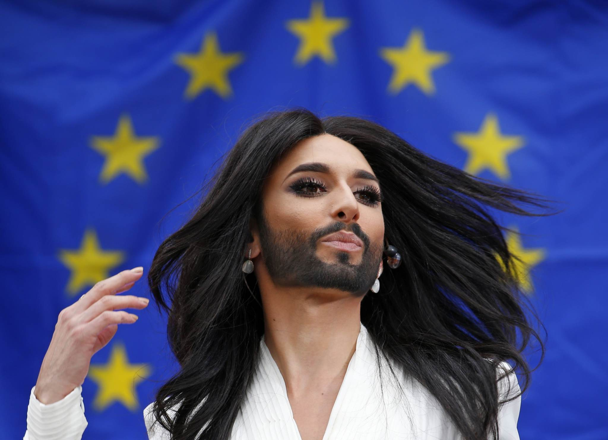 "Conchita ""Vorst"" esitab muusikapala Euroopa Parlamendis 8. oktoobril 2014. Foto: Yves Herman, Reuters/Scanpix"