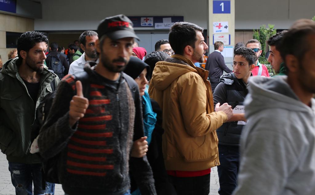 Rahulolev varjupaigataotleja on saanud loa sõita Austriast Saksamaale. Foto: Joshua Zakary, Flickr