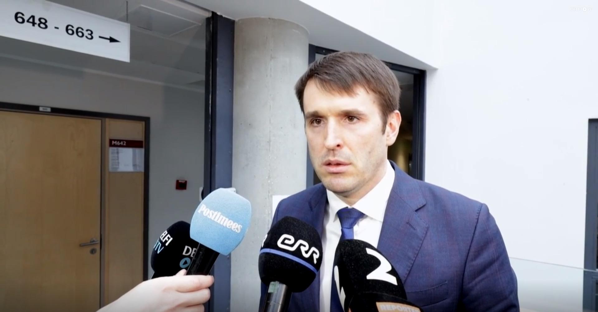 fec82d25f1d Rainer Vakra jagamas meediale selgitusi pärast komisjoni ees käimist. Foto:  kuvatõmmis Delfi intervjuust