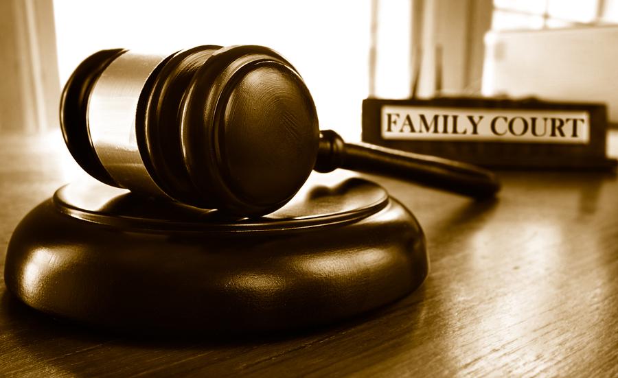 """Lastevanemate hädakisa: teismeliste seas plahvatuslikult leviv """"soovahetus"""" ja kohtute jõhker omavoli"""