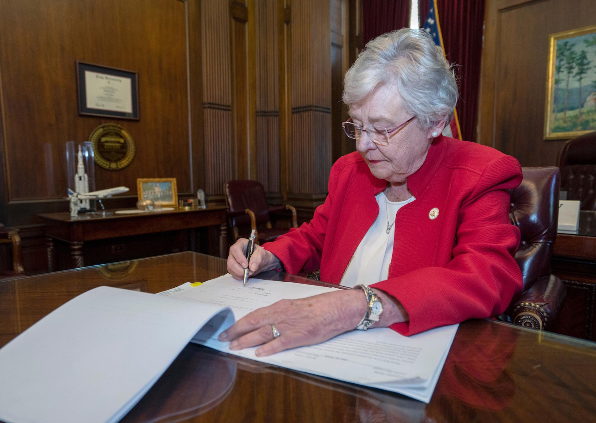 Alabamas keelustati abort, abordiarste ähvardab eluaegne vangistus