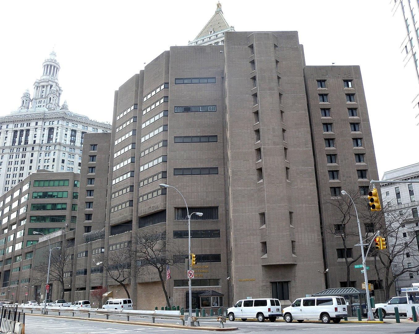 Vangivalvurid võltsisid raporteid, et varjata Epsteini valveta jätmist