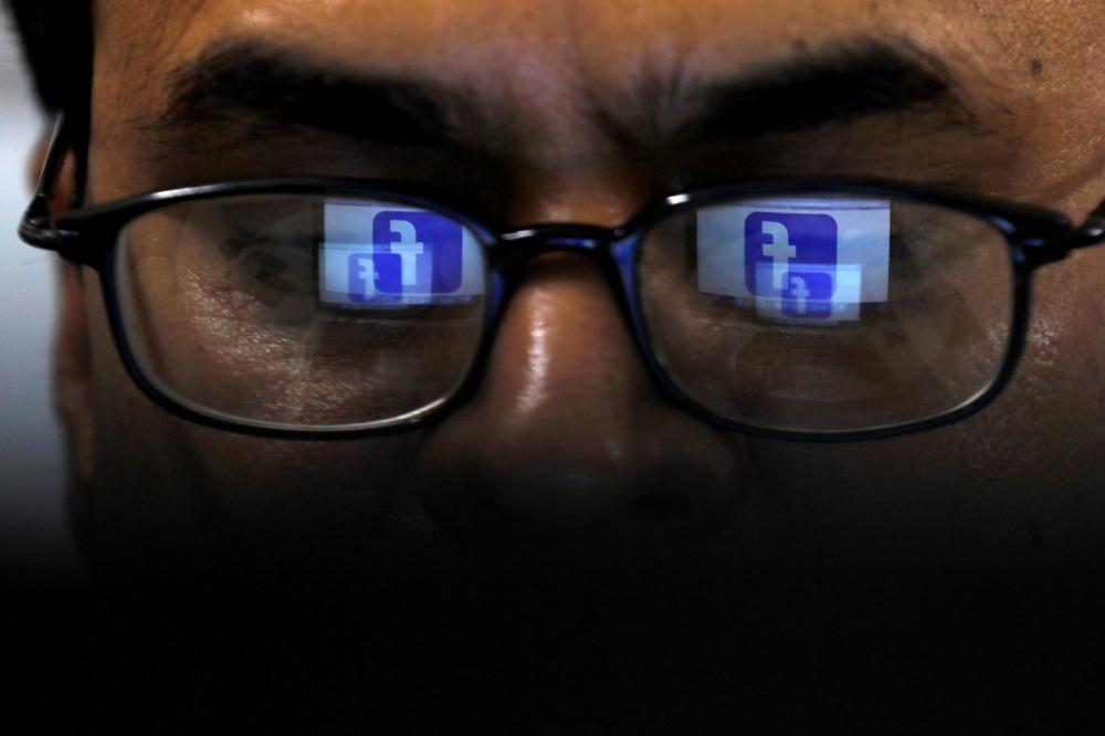 Facebook kuulab pealt ja kirjutab üles kasutajate vestlusi
