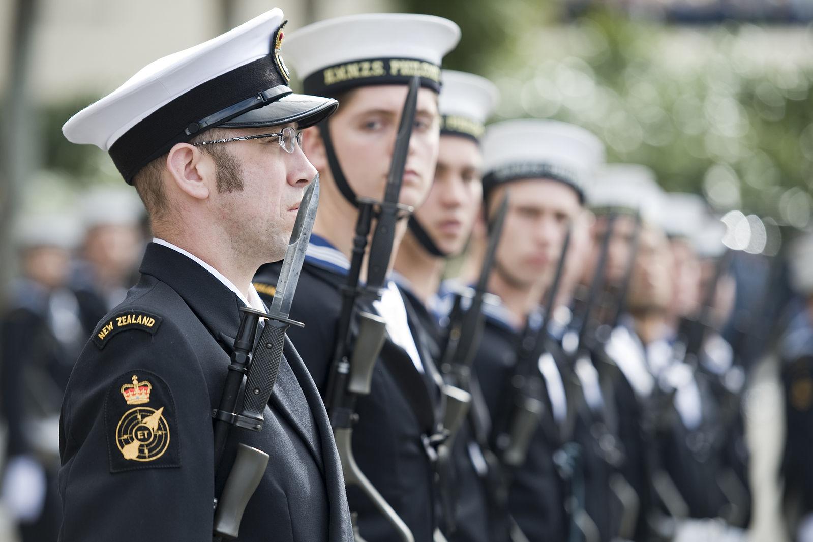 Mis võiks olla edukamat meigitud meesmereväelasest?